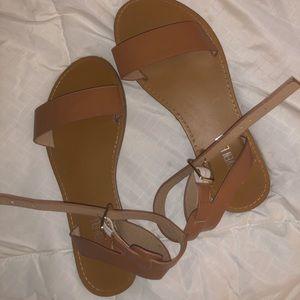 Super cute strappy sandals ! (Read description )